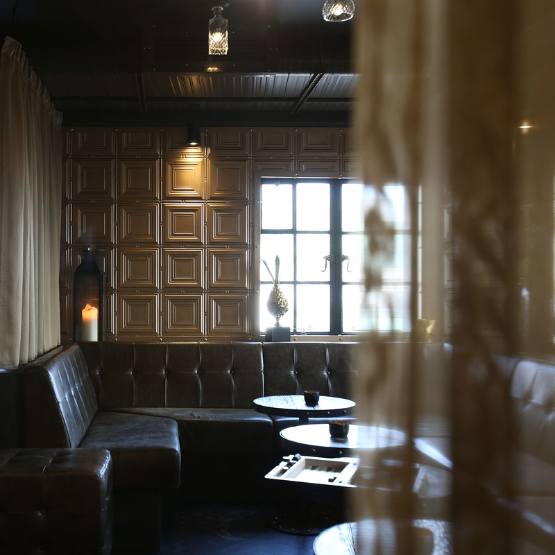Hotel Gotham - bar seating