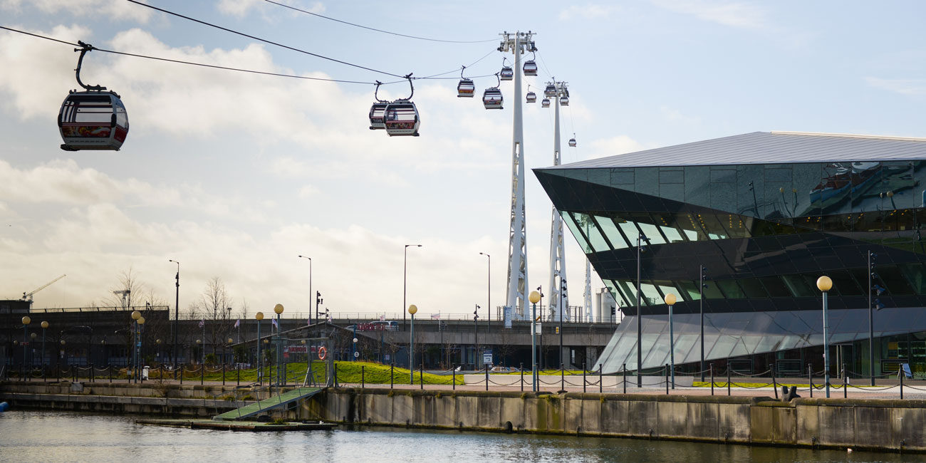 Area photography, cable car river crossing London
