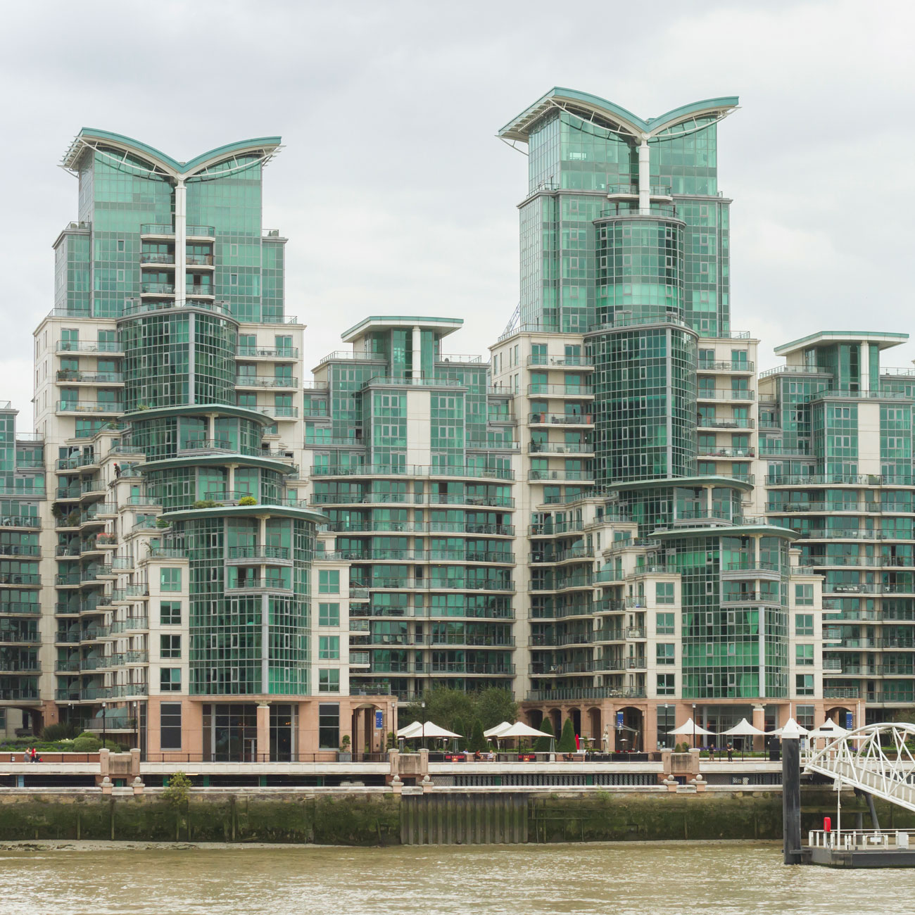 Exterior property photography, Thameside apartments