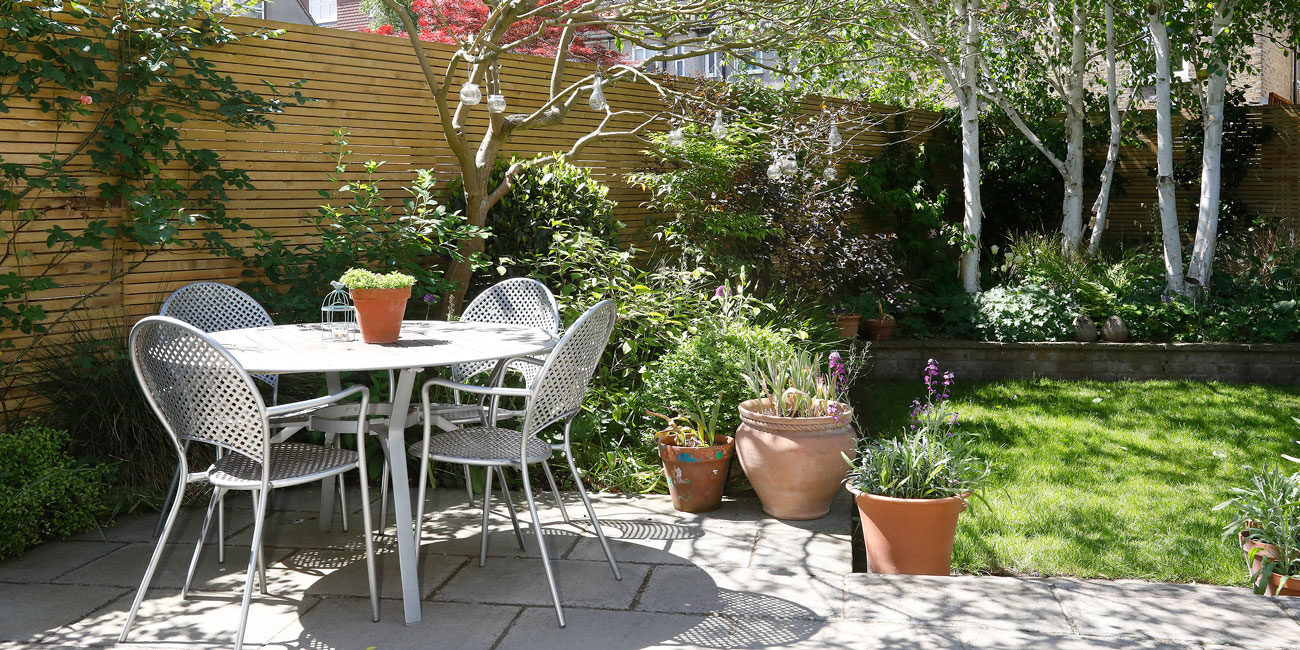 Exterior photography, garden chairs